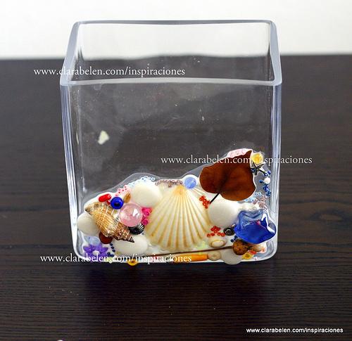 Como decorar un jarron de cristal con conchas