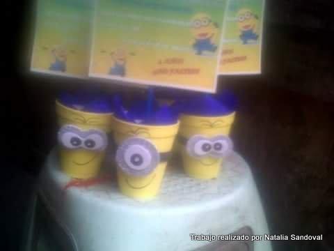 Minions con vasos de papel de Natalia Sandoval